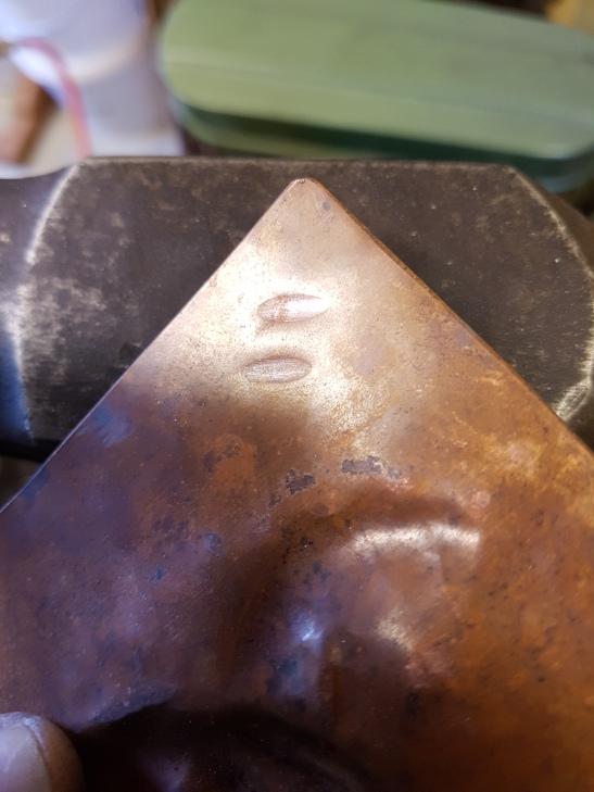 Oval/oblong hammer marks